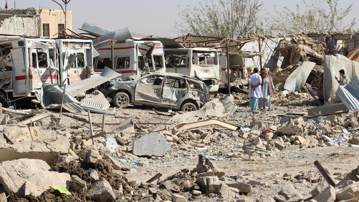 Damaged vehicles are seen at the site of a car bomb attack in Qalat, capital of Zabul province, Afghanistan September 19, 2019. REUTERS/Stringer  NO RESALES. NO ARCHIVES.
