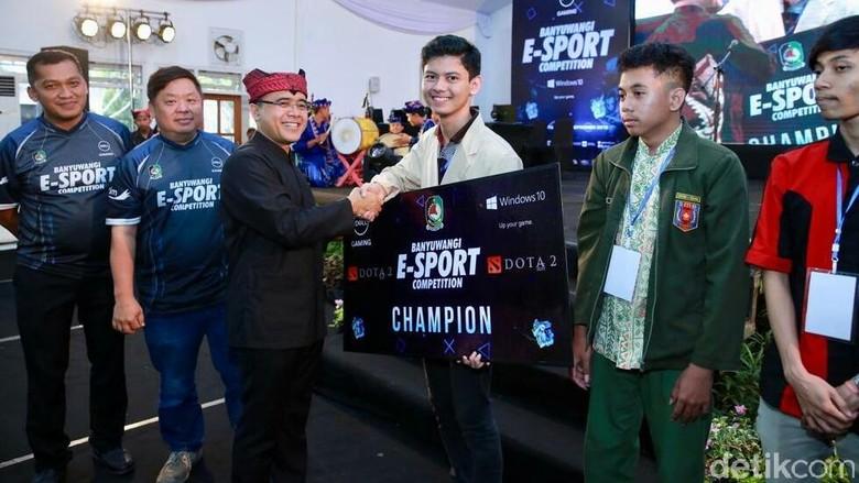 Bupati Anas Dorong Anak Muda Banyuwangi Geluti eSport Secara Profesional