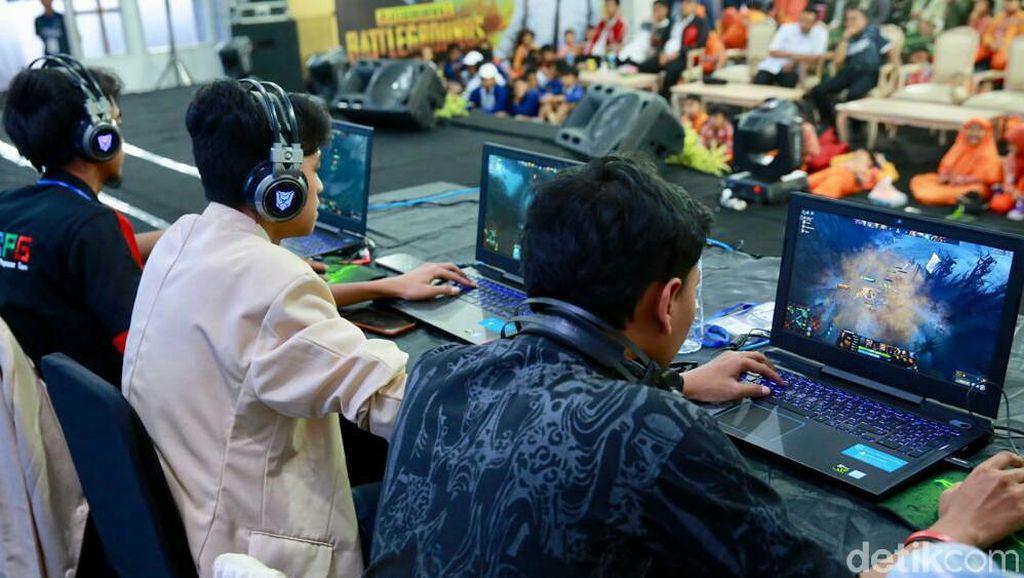 Kompetisi eSport di Banyuwangi berlangsung tanggal 18-19 September dan diikuti 217 peserta SMA dan mahasiswa se-kabupaten. (Ardian Fanani/detikcom)