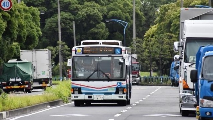 Ilustrasi bus di Jepang