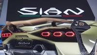 Nama Sian memiliki arti kilat dalam bahasa orang Bologna, Italia. Kilat di sini maksudnya gerakan cepat Lamborghini dalam menciptakan mobil sport di era elektrifikasi kendaraan. Sian juga sekaligus menggambarkan mobil-mobil Lamborghini di masa mendatang.