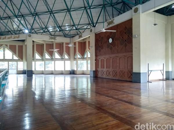 Namun sekarang, gedung tersebut sudah berganti jadi bangunan Masjid Al Ukhuwah. Sebelum jadi masjid, Loji sempat beralih fungsi jadi Graha Pancasila. (Dony Indra Ramadhan/detikcom)