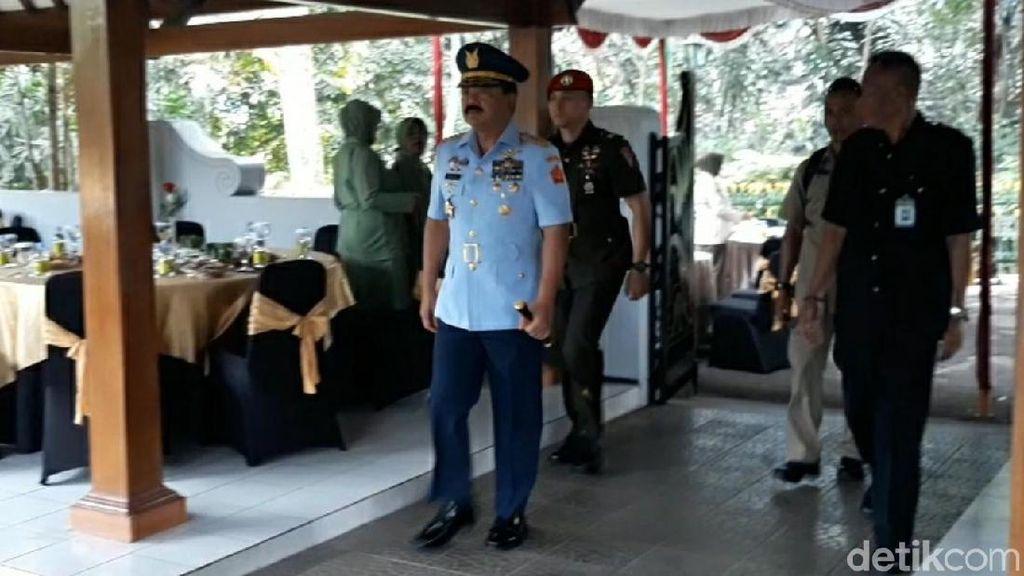 Panglima TNI Berziarah ke Makam Soeharto