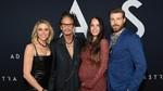 Jangan Iri! Steven Tyler Cium Pacarnya yang 41 Tahun Lebih Muda