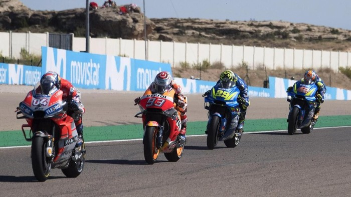 ALCANIZ, SPAIN - SEPTEMBER 23:  Andrea Dovizioso of Italy and Ducati Team leads the field during the MotoGP race during the  MotoGP of Aragon - Race at Motorland Aragon Circuit on September 23, 2018 in Alcaniz, Spain.  (Photo by Mirco Lazzari gp/Getty Images)