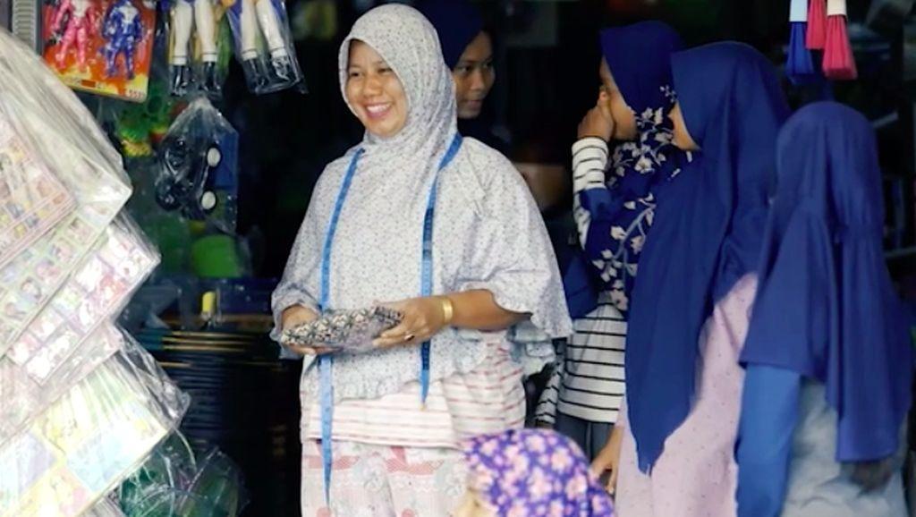 Toko Raib Dijarah, Korban Tsunami Aceh Bertahan dengan Buka Wartel