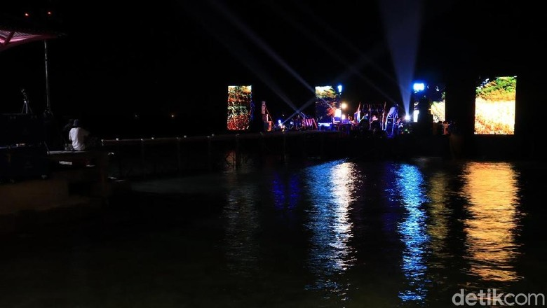 Oceanic Stage di Jembatan Cinta Pulau Tidung (Randy/detikcom)