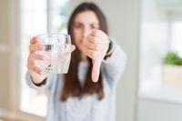 Ya Ampun! Orang-orang Ini Benci Banget Minum Air Putih