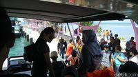 Wisatawan dalam dan luar negeri yang tiba di Pulau Tidung