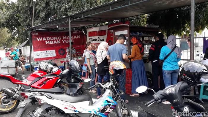 Warung Pojok Mbak Yuni terletak di Jl. I Dewa Nyoman Oka No.3, Kotabaru, Yogyakarta ini buka sejak pukul jam 06.00 - 13.00 Foto: Pradito Rida Pertana/detikcom.
