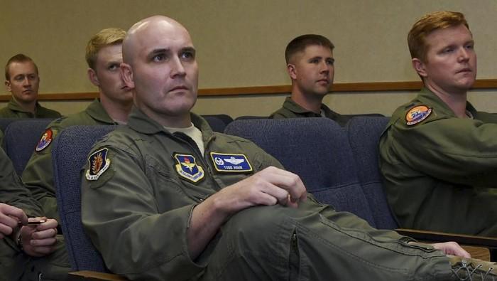 Todd Hohn dalam foto tahun 2016 saat masih menjadi pilot Angkatan Udara AS (Airman 1st Class Kirby Turbak/U.S. Air Force via AP)
