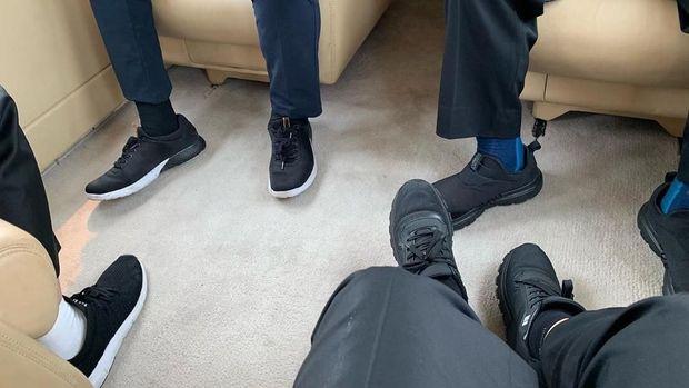Potret Sepatu Kotor Jokowi yang Jadi Judul Sajak Fadli