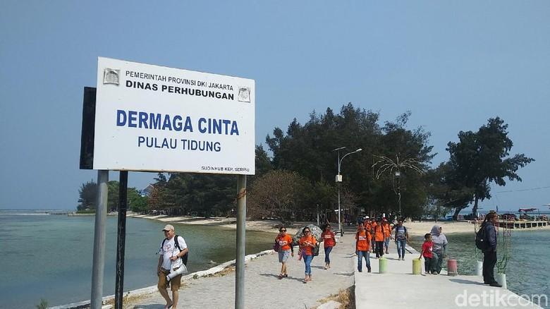 Pengunjung mulai memadati Pulau Tidung (Johanes Randy/detikcom)