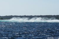 Ombak-ombak di sekitar Pulau Ndana (Afif Farhan/detikcom)