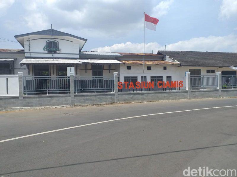 Stasiun Ciamis di Jawa Barat menjadi sorotan traveler. Sebabnya, ada toilet tanpa sekat (Dadang Hermansyah/detikcom)