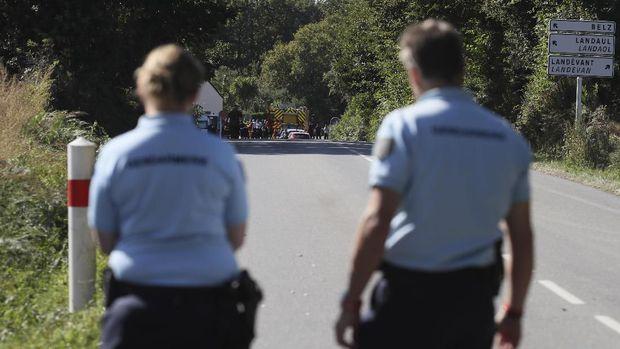 Otoritas Prancis memblokir ruas jalan ke lokasi jatuhnya F-16