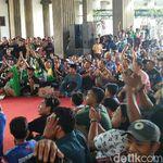 Melihat Akurnya Panser Biru dan Bonek Nobar di Balai Kota Semarang