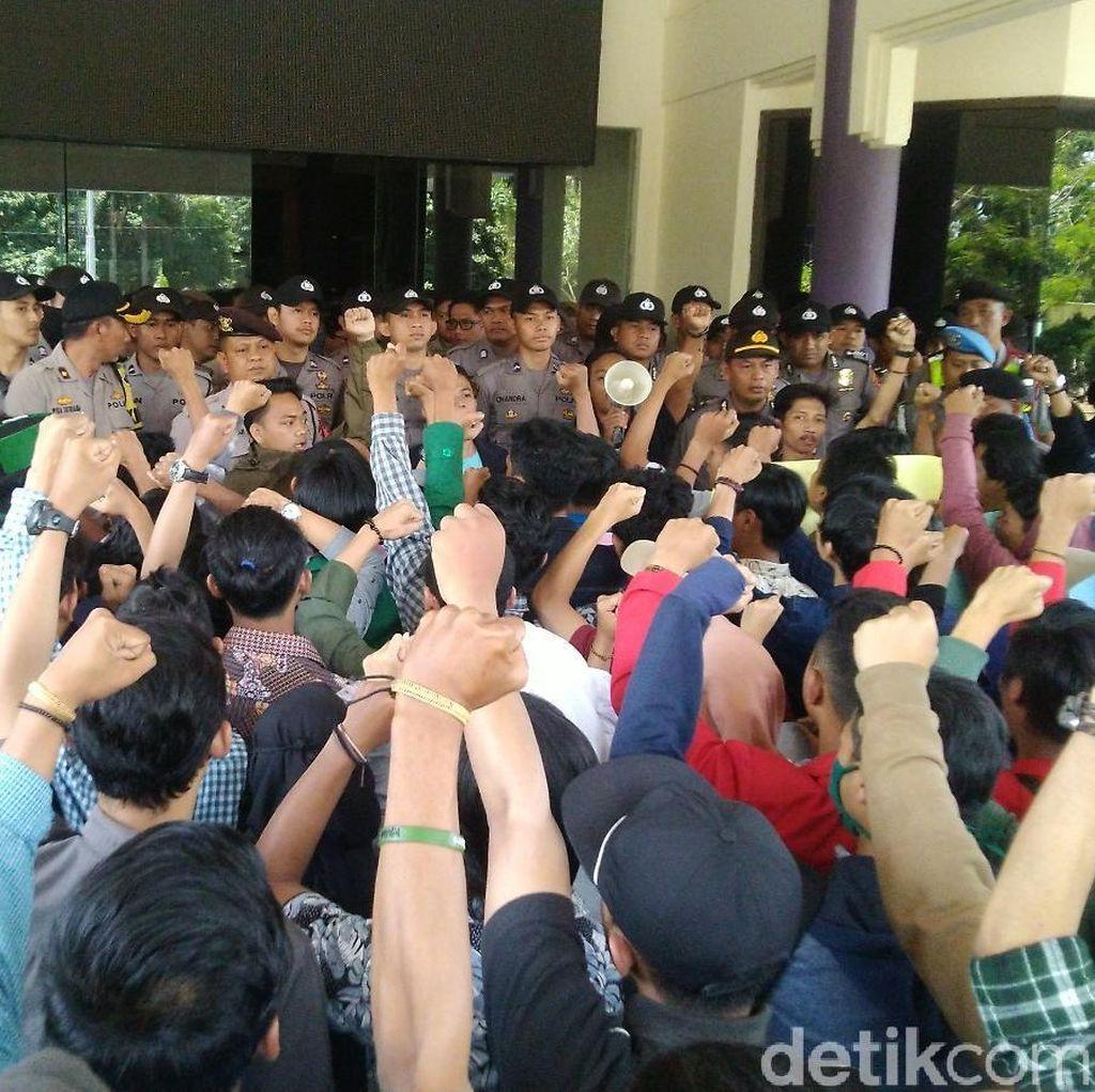 Tolak UU KPK Baru, Mahasiswa di Ciamis Geruduk Gedung DPRD