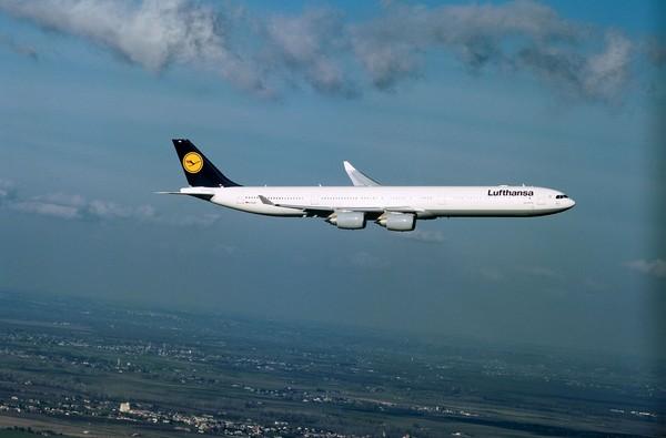 Lufthansa melakukan hal berbeda dengan pesawat Airbus A340 600-nya yang sudah pensiun. Pesawat berkode registrasi D-AIHO jadi produk baru yang bisa dikoleksi wisatawan (Dok. Lufthansa)