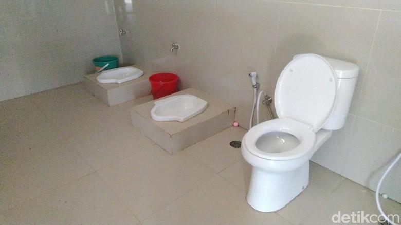 Toilet di Stasiun Ciamis tanpa sekat (Dadang Hermansyah/detikcom)