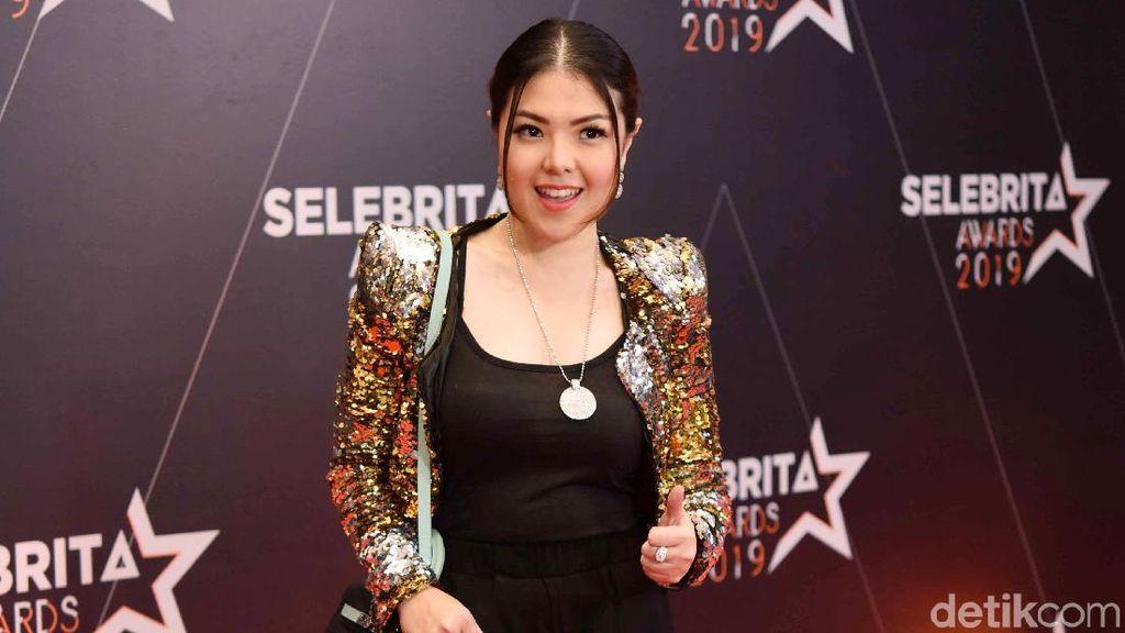 Tina Toon Si Montok Bolo-bolo Kini Cantik dan Sukses di Politik