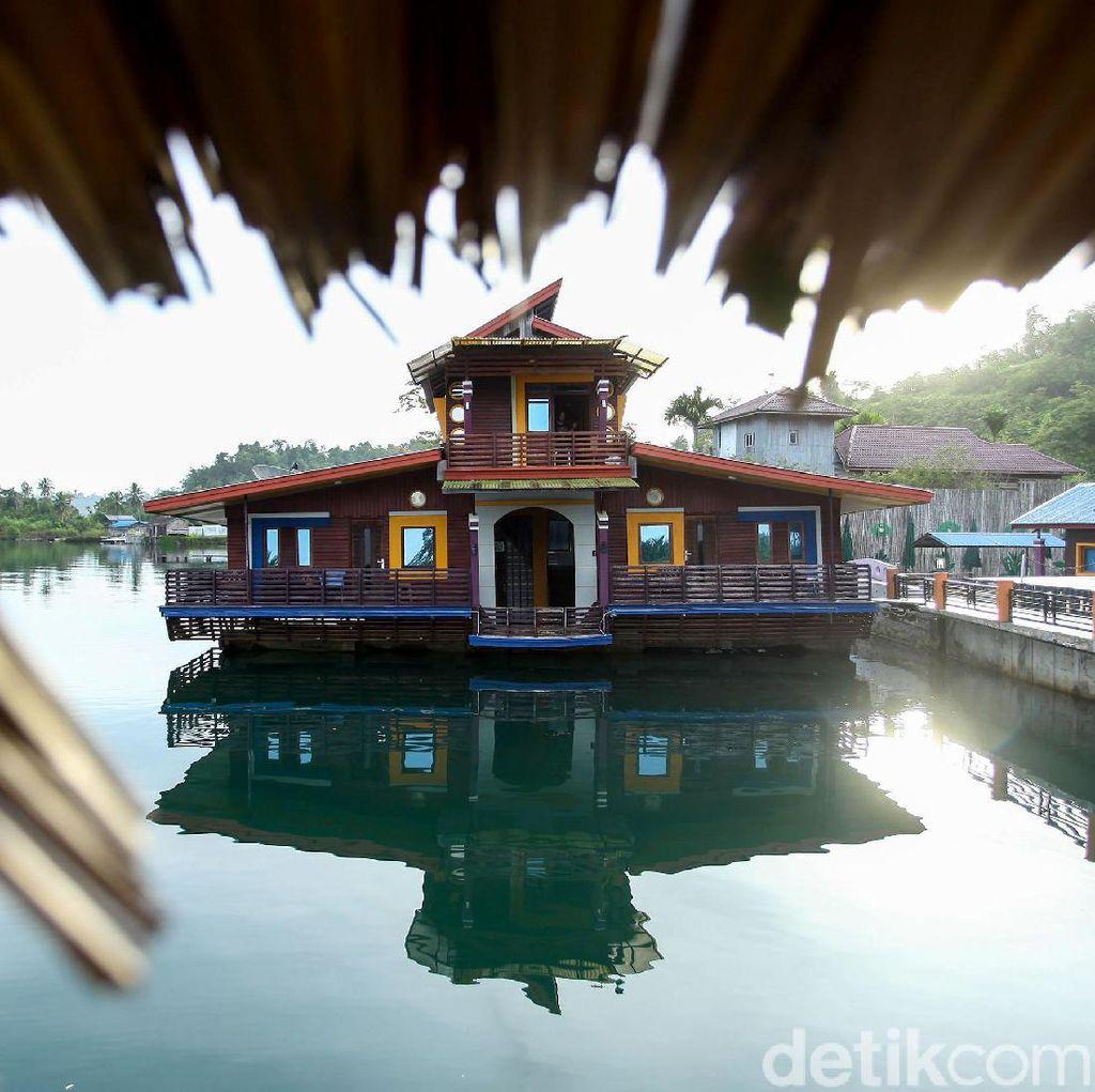 Unik! Ada Hotel Terapung di Pulau Paling Luar Indonesia