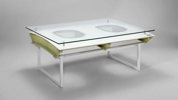 Meja ini dihargai antara USD 1.550 atau Rp 21,7 juta hingga USD 3.300 atau Rp 46,4 juta (CNN/Lufthansa)