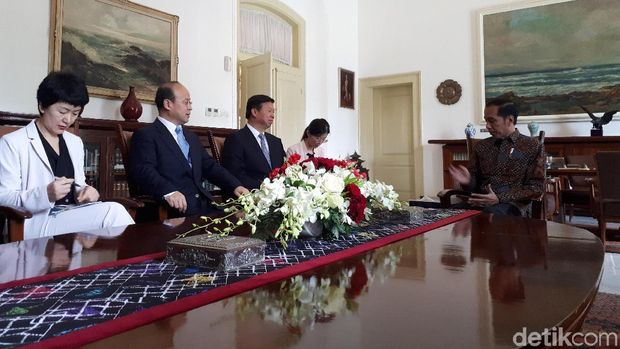 Presiden Joko Widodo (Jokowi) menerima perwakilan China /