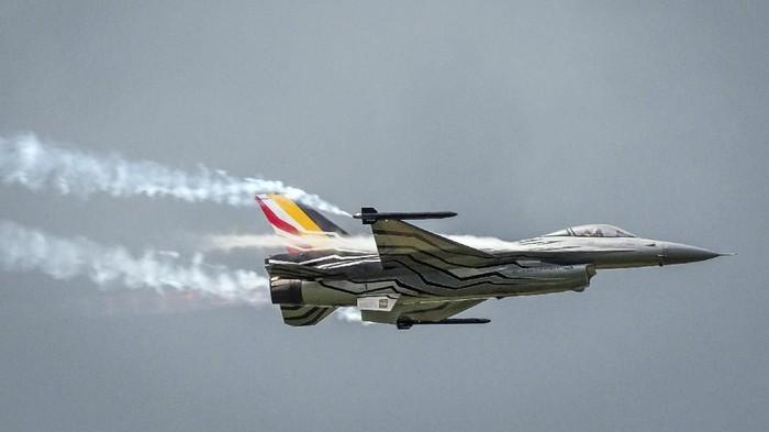 Ilustrasi -- Jet tempur F-16 milik Belgia (AP Photo/Geert Vanden Wijngaert, File)