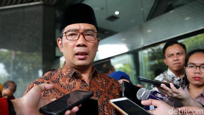 Gubernur Jawa Barat, Ridwan Kamil, bertemu dengan Ombudsman Jakarta Raya. Pertemuan itu untuk membahas penanganan limbah di Sungai Cileungsi.
