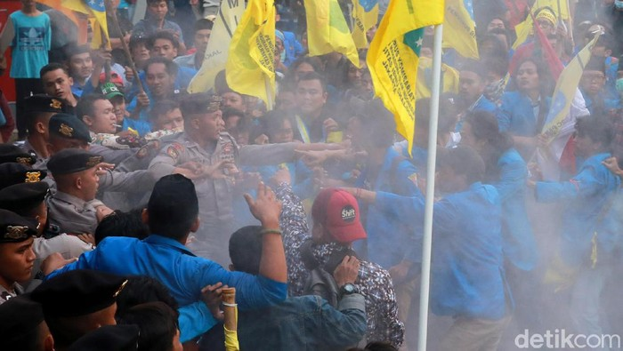 Ricuh di depan KPK antara polisi dan massa (Ari Saputra/detikcom)