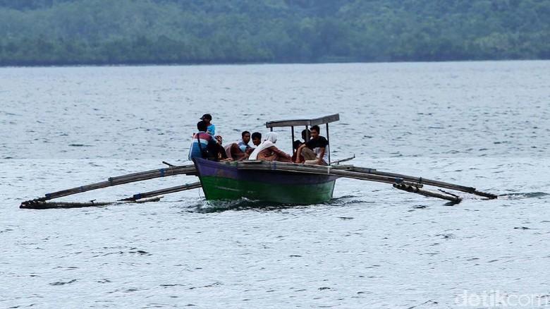 Melihat Transportasi Utama Warga Pulau Terluar RI