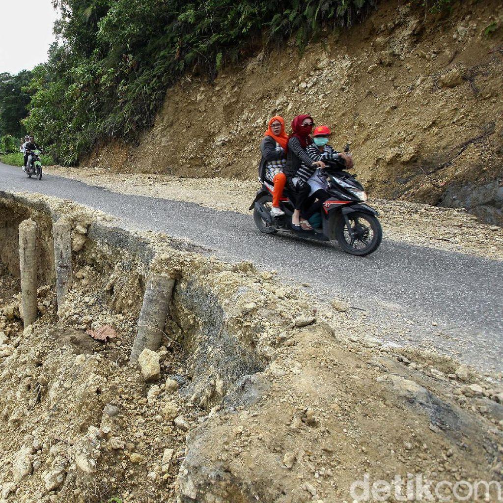 Duh, Pascalongsor Jalan di Simeulue Aceh Belum Diperbaiki