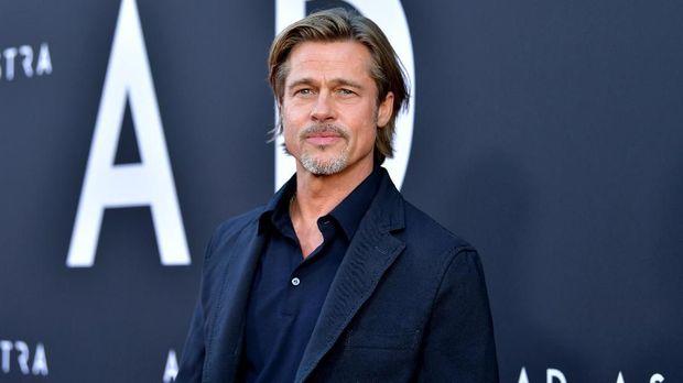 Brad Pitt-Jennifer Aniston Disebut Tinggal Bareng