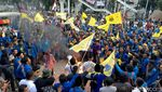 Aksi Bakar Ban Kembali Warnai Demo di KPK