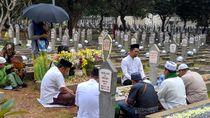 Makam BJ Habibie Masih Ramai Didatangi Peziarah