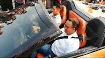Naik BMW i8 Roadster, Anies Sambut Formula E di Jakarta