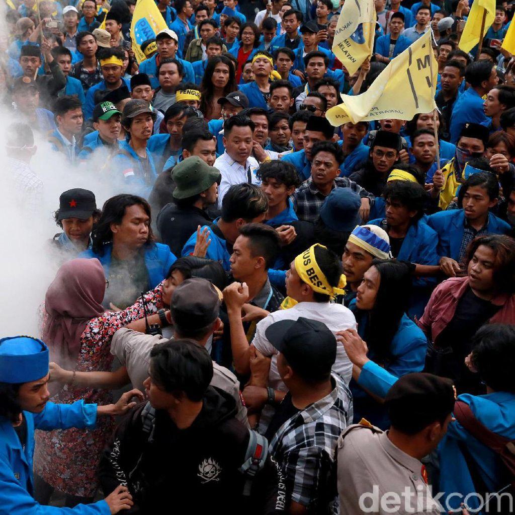 Video Demo Massa di Depan Gedung KPK Berujung Ricuh