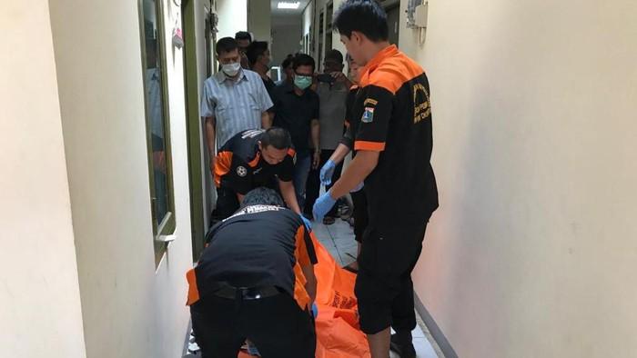 Penemuan mayat wanita beranak di Pancoran. (Roalndo/detikcom)