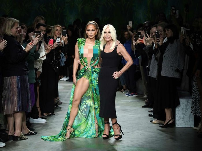 Jennifer Lopez di Milan Fashion Week. Foto: Dok. Getty Images