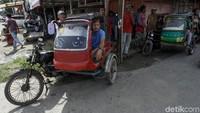 Becak pun jadi andalan warga di salah satu pulau terluar Indonesia tersebut untuk beraktivitas.