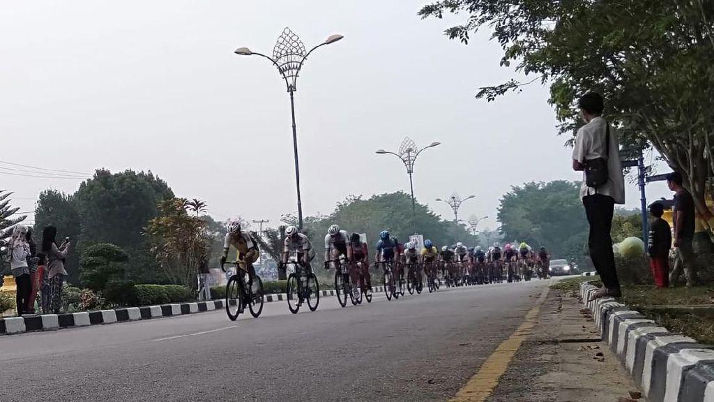Balapan Tanpa Masker, Rider Indonesia Juara Etape II Tour de Siak 2019