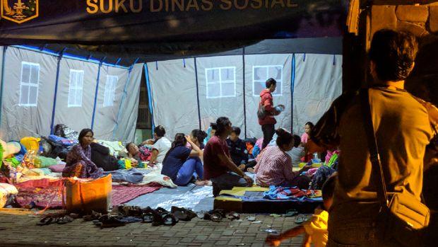 Salah satu tenda pengungsian korban kebakaran di Jatinegara.