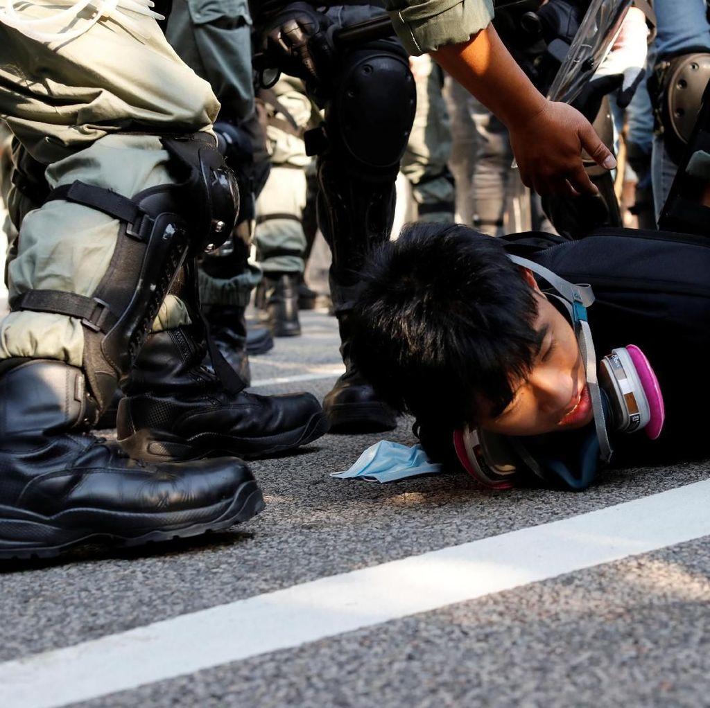 Potret Demonstran Hong Kong Kembali Beraksi di Bawah Terik Matahari