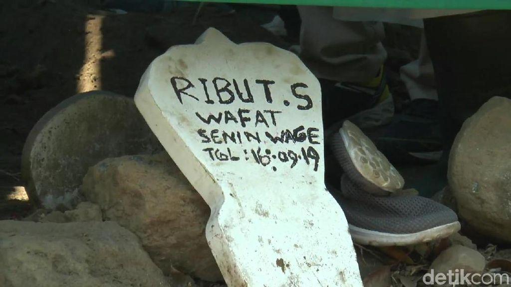 Detik-Detik Makam Korban yang Terjerat Tali di Hutan Jati Dibongkar