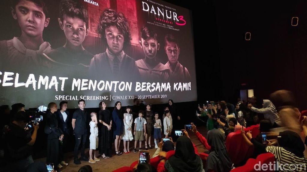 Ciwalk Bandung Mendadak Heboh Kedatangan Cast Danur 3