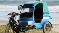 Sudah penasaran belum ingin menjajal becak di salah satu pulau terluar Indonesia ini?