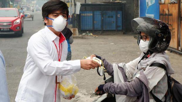 Hutama Karya Bagikan 1.000 Masker N95 di Riau. (Dok. Hutama Karya)