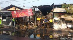 Toko Mebel di Surabaya Ludes Terbakar, Api Diduga Berasal dari Warkop