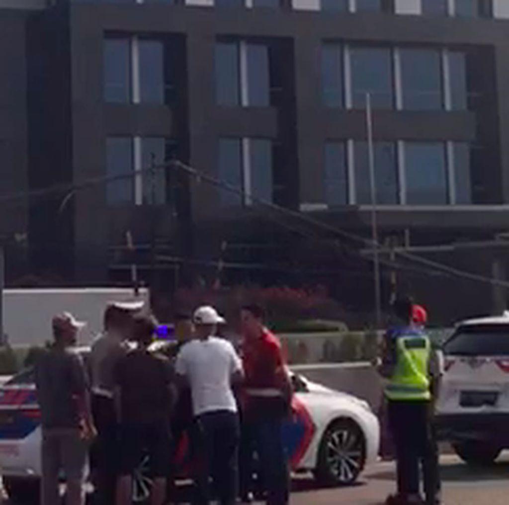 Video: 6 Kendaraan Terlibat Tabrakan Beruntun di Tol Jorr